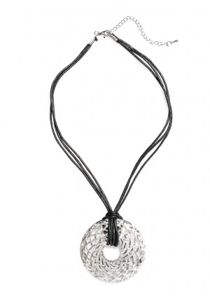 Necklace with openwork circle