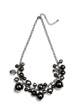 Necklace with black pearls