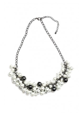 Necklace with silver pearls