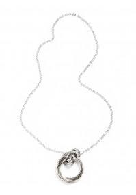 Naszyjnik z pierścieniami