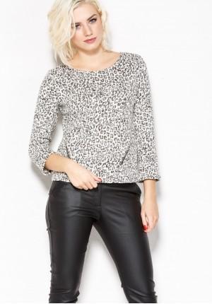 Sweater in a leopard pattern