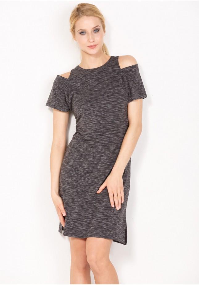 Sukienka z rozcięciem na ramionach