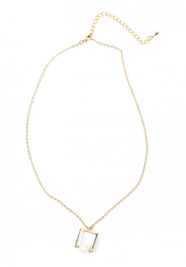 Necklace with a pearl in the square