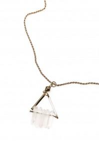 Naszyjnik z kamieniami w trójkącie