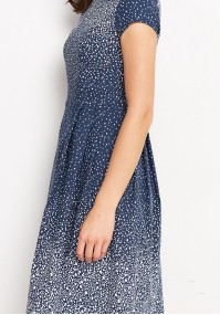 Rozkloszowana granatowa sukienka