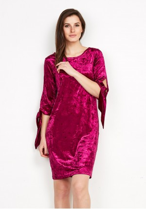 Amarantowa welurowa sukienka