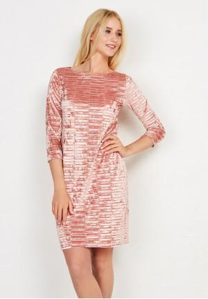 Welurowa brzoskwiniowa sukienka