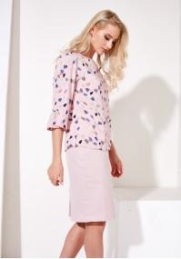 Różowa luźna bluzka