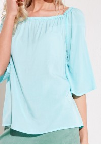 Błękitna cienka bluzka