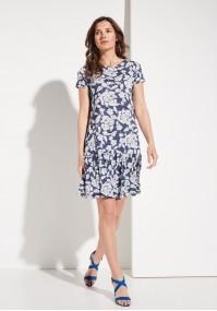 Niebieska sukienka w białe kwiaty