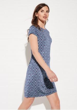 Dopasowana sukienka w zygzaki
