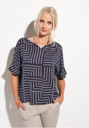 Granatowa bluzka w geometryczny deseń
