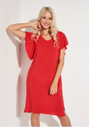 Elegancka sukienka w kolorze zgaszonej czerwieni
