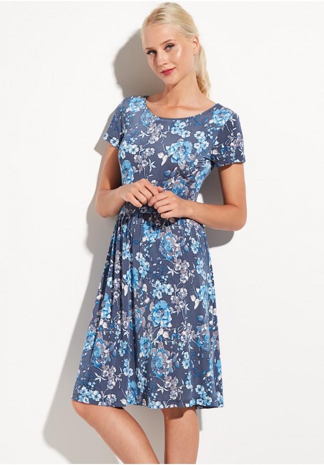Niebieska kwiecista sukienka