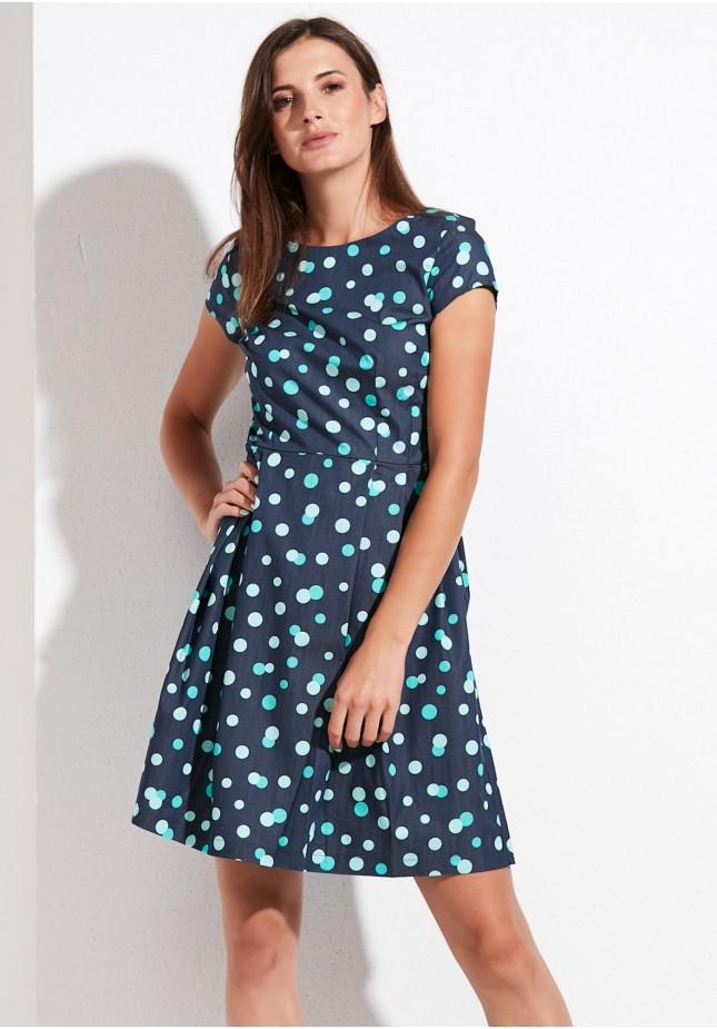 Rozkloszowana sukienka w groszki