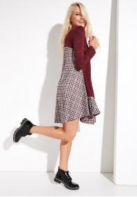 Bordowa sukienka z falbaną w kratę