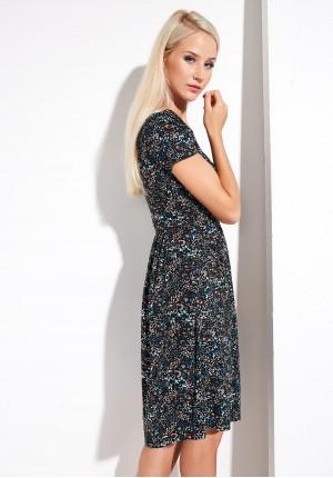 Kwiecista sukienka odcinana w talii
