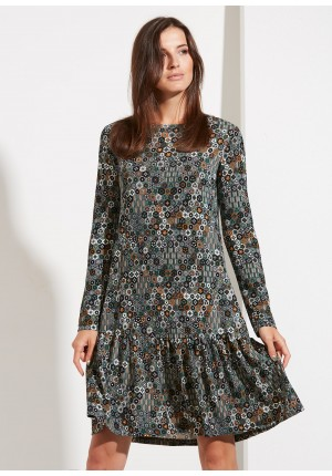 Dzianinowa sukienka z falbaną