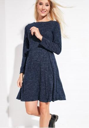 Dzianinowa sukienka kontrfałdą