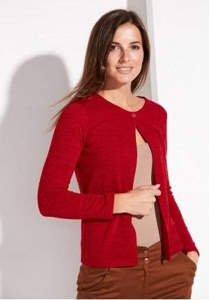 Czerwony sweter na jeden guzik