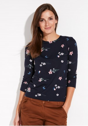 Fitted Blouse with flowers