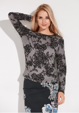 Knitted Blouse with flowers