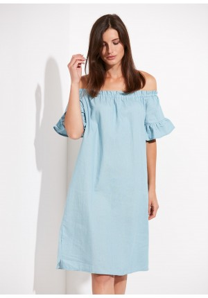 Dress with a neckline on the shoulders