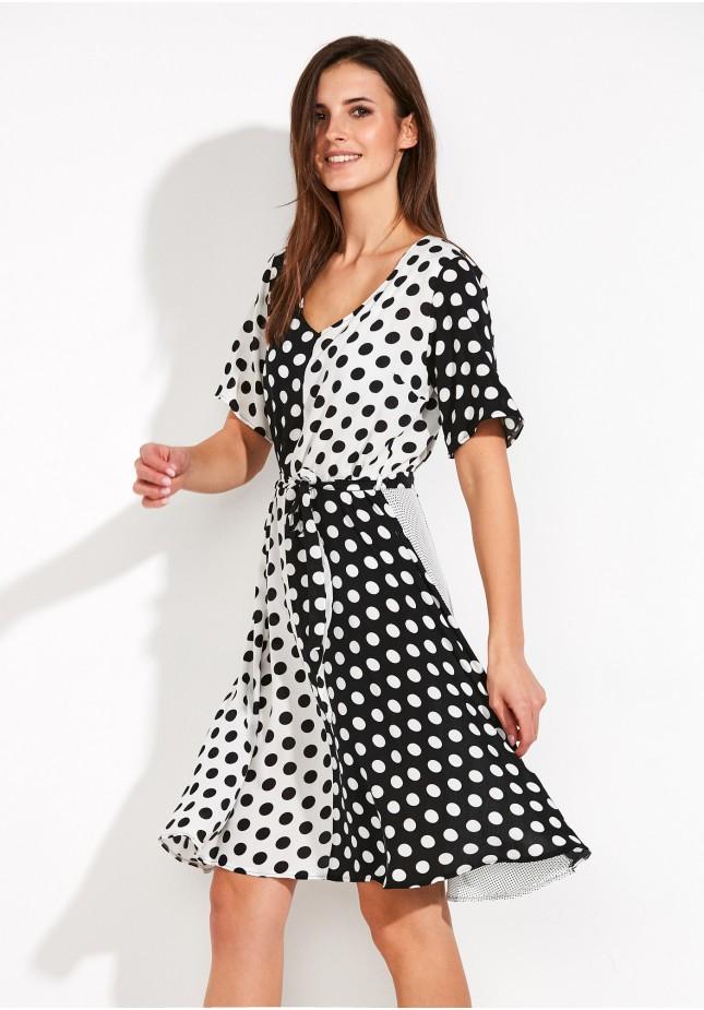 Sukienka szachownica w groszki