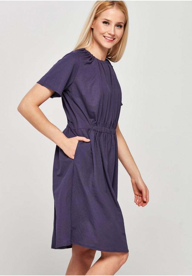 Śliwkowa sukienka z marszczeniem
