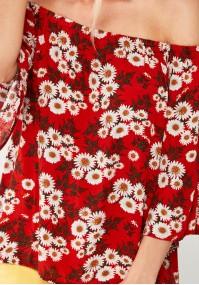 Czerwona Bluzka w rumianki