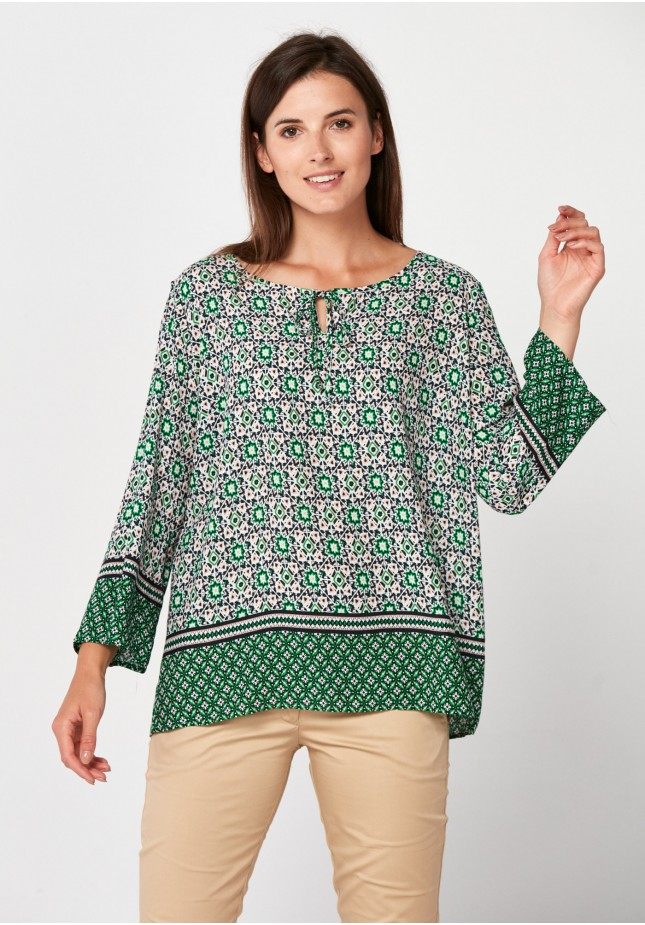 Blouse with geometrical patterns
