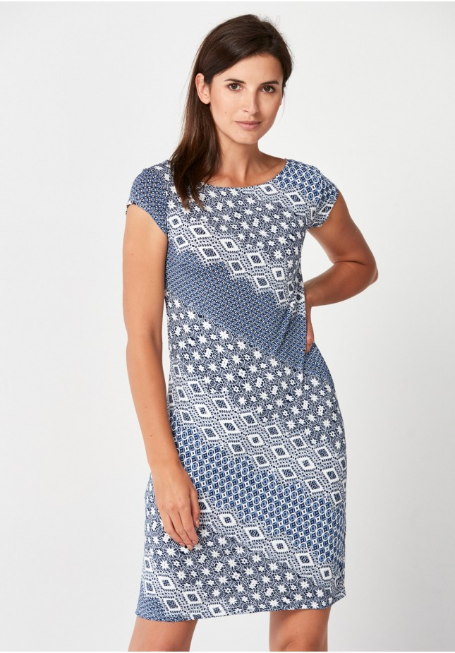 Fitted dress with geometrical patterns.
