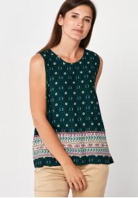 Ciemnozielona zwiewna bluzka we wzory