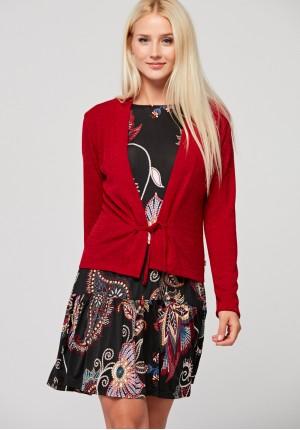 Czerwony wiązany sweter