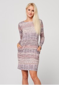 Dopasowana sukienka w różowe wzory