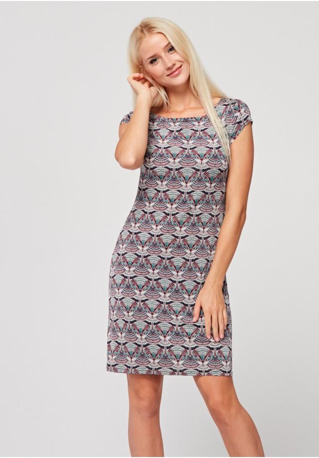 Dopasowana sukienka w geometryczny wzór