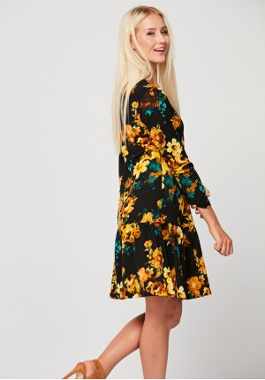 Dzianinowa sukienka w żółte kwiaty