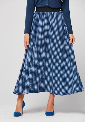 Maxi skirt with geometrical pattern
