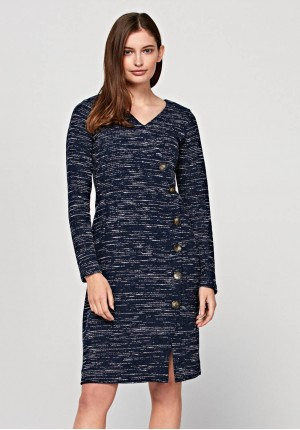 Ciepła sukienka z guzikami