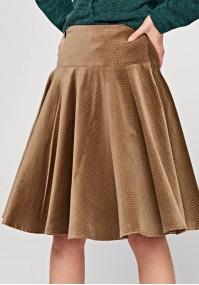 Rozkloszowana spódnica w groszki