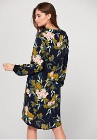 Prosta sukienka ze stójką w różowe kwiaty