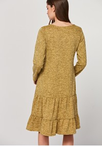 Dzianinowa sukienka z falbanami