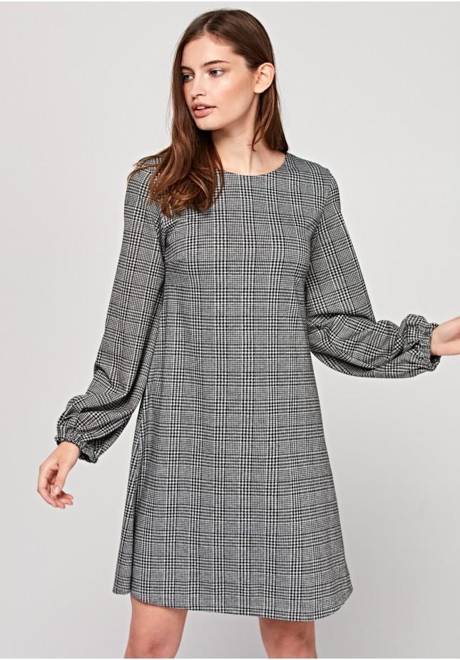 Luźna sukienka w kratkę