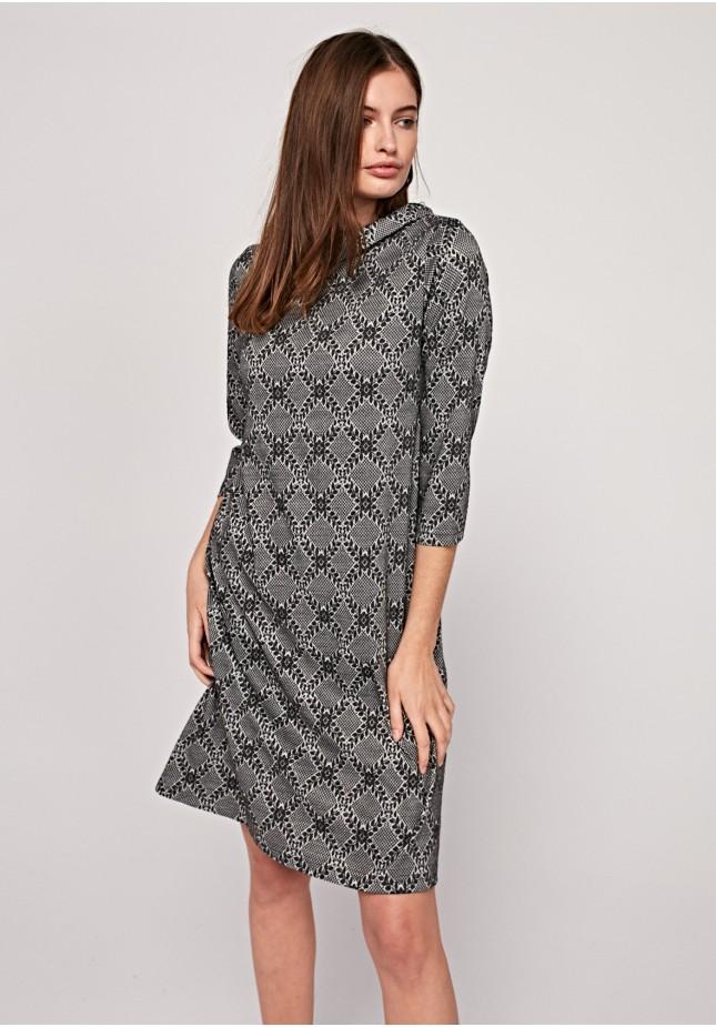 Elegancka sukienka z kołnierzykiem