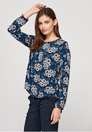 Blouse with camomiles