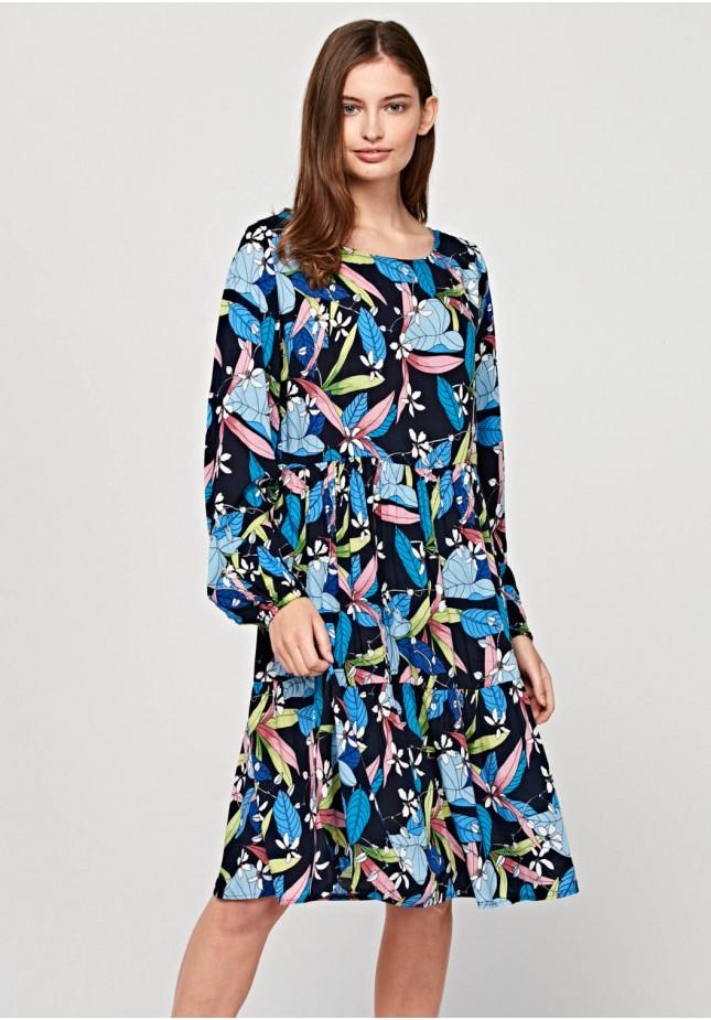 Odcinana sukienka w kwiatowy motyw