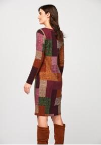 Dzianinowa sukienka w kwadraty