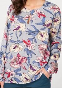 Błękitna bluzka w kwiaty