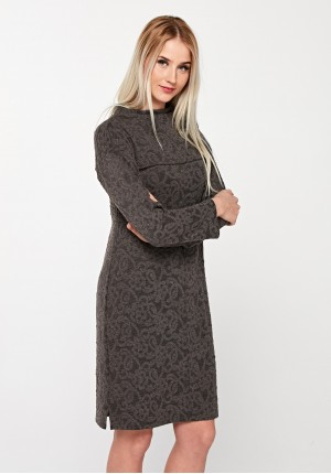 Brązowa sukienka z imitacją koronki