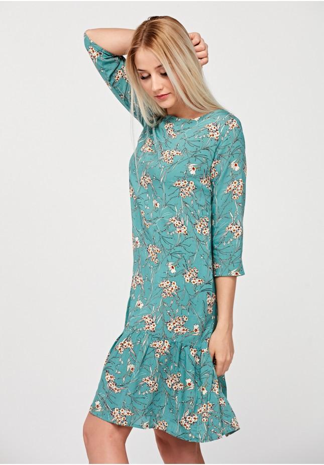 Błękitna sukienka z falbaną